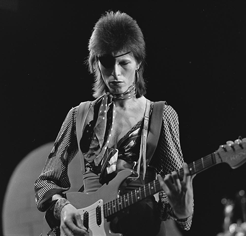 David_Bowie_-_TopPop_1974_10.png