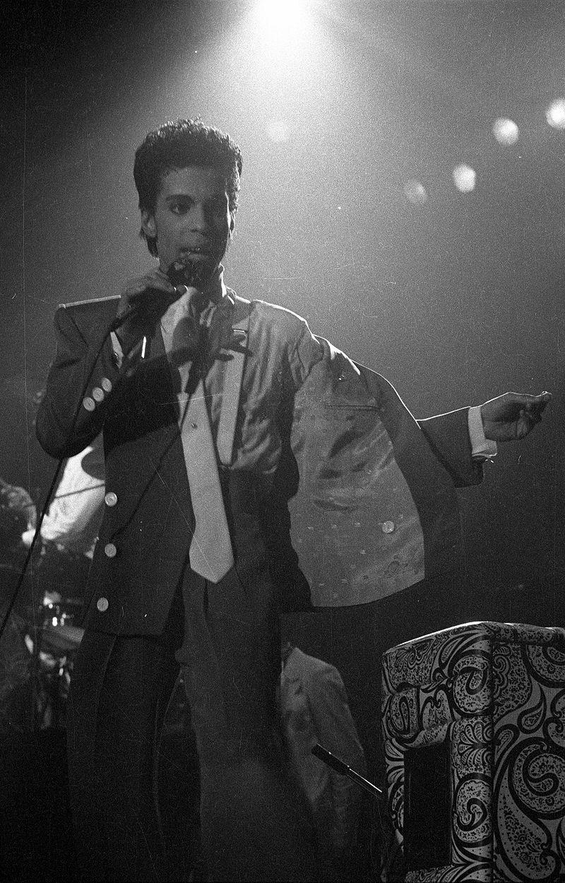 800px-Prince_Brussels_1986.jpg