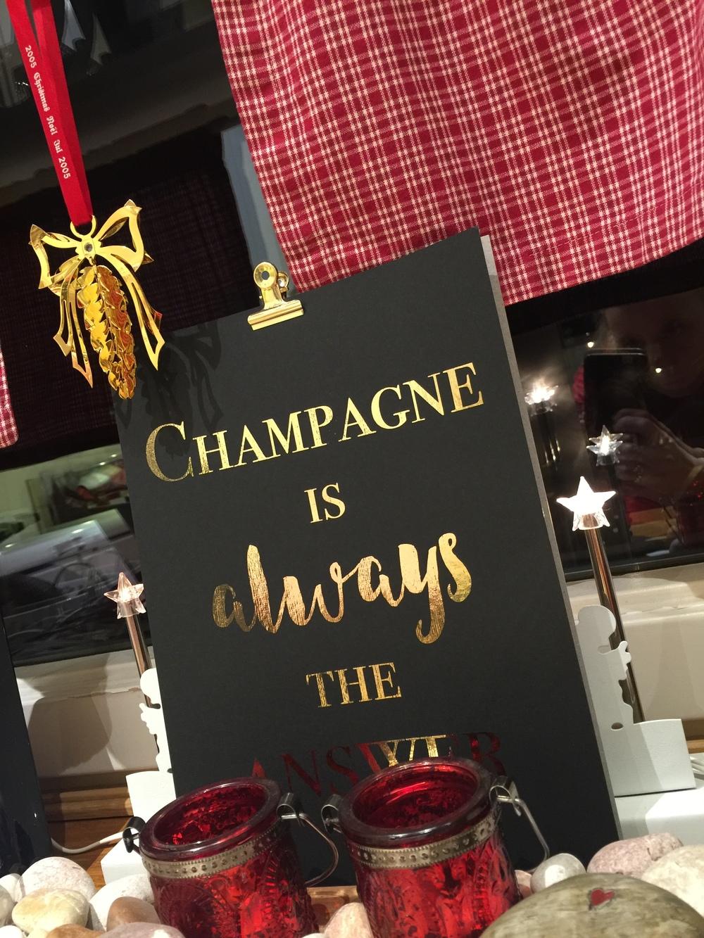 Calendergaven min som jeg vant fra  MyJouels  - ELSK ELSK ELSK - og perfekt til champagnelunsjen min om 14 dager!...jeg sier det igjen jeg...TUSEN TAKK <3