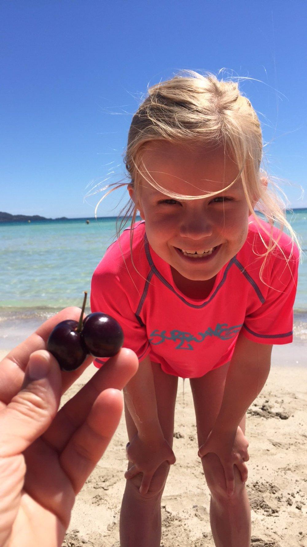 lykkelige barn på stranda <3