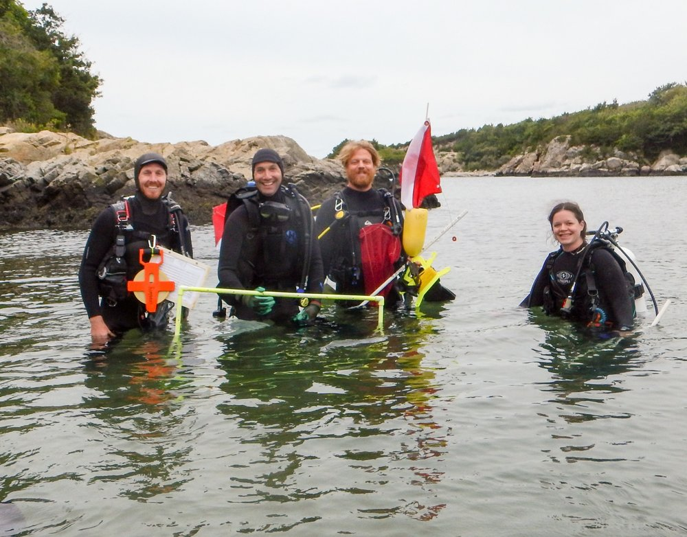 Austin (far left) and the kelp monitoring crew