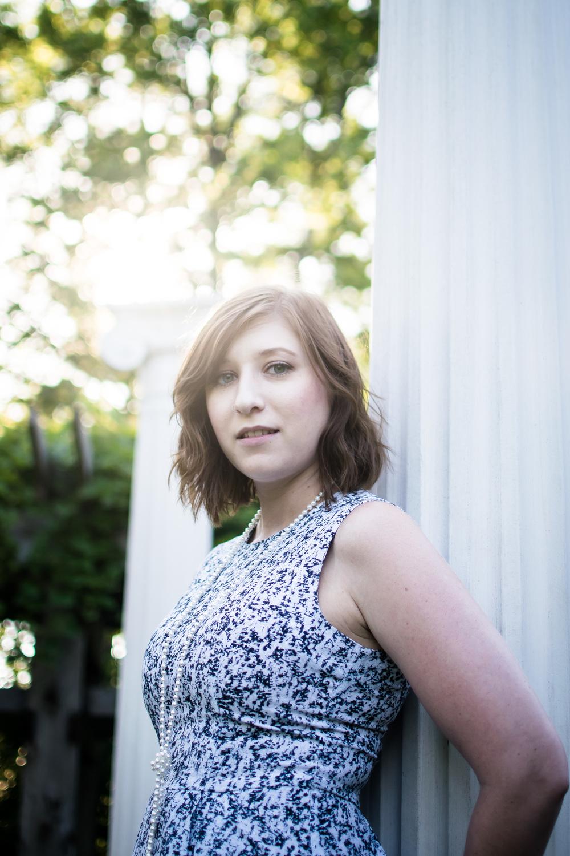 Chelsey Noernberg Gardens Wayzatta Minnesota MN portrait senior session