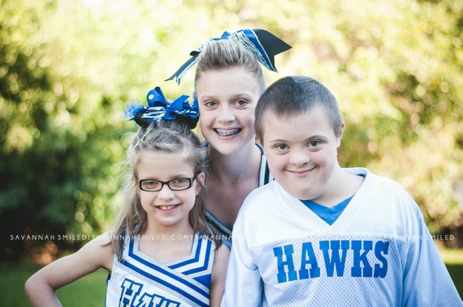sibling-cheer-football-portraits-photo.jpg