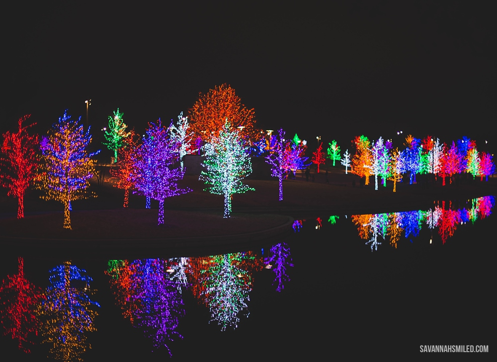 addison-vitruvian-park-dallas-christmas-lights-9.jpg