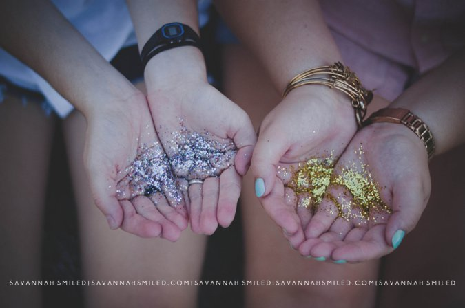 gold-glitter-confetti-in-hands-photo.jpg