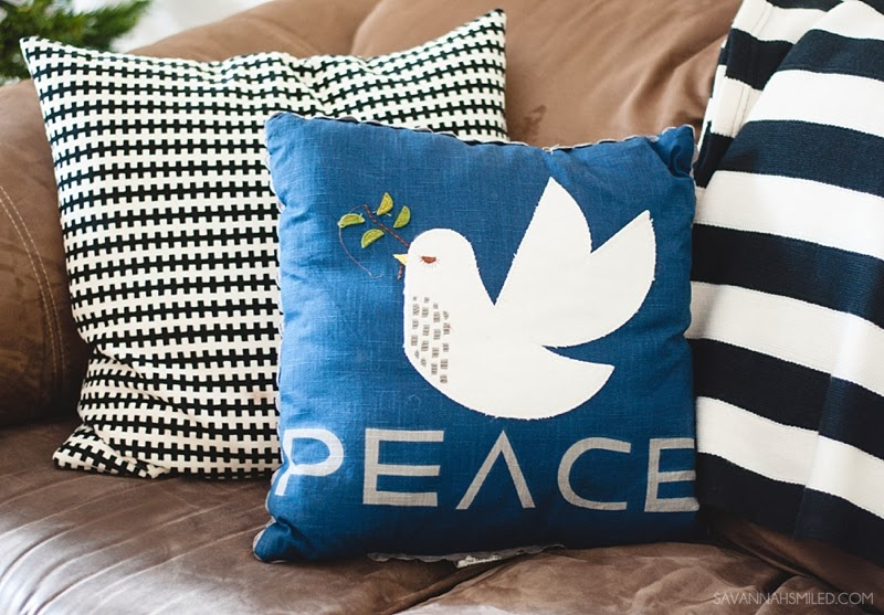 black-white-modern-christmas-pillows.jpg