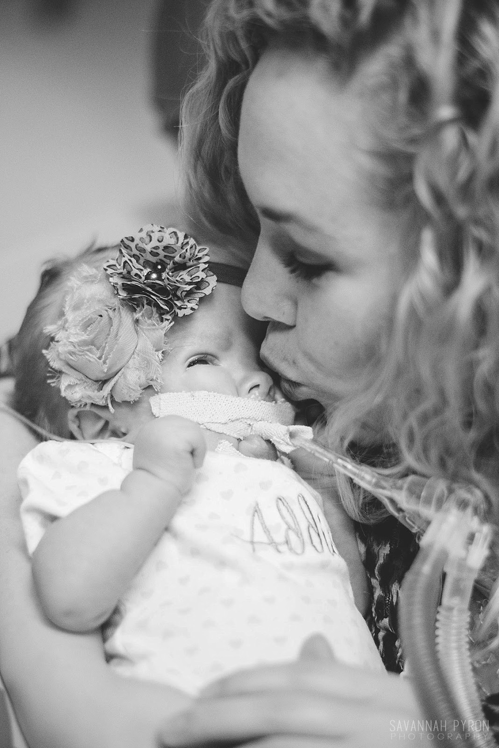 nicu-premature-mom-daughter-baby-hospital-portraits.jpg