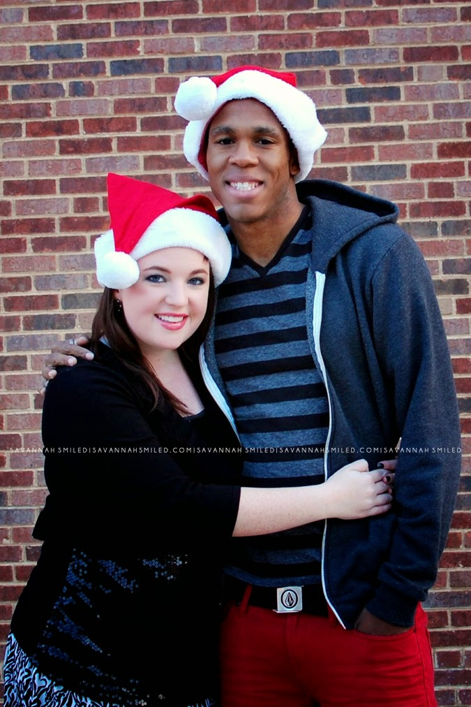boyfriend-and-girlfriend-red-and-black-christmas-photo.jpg