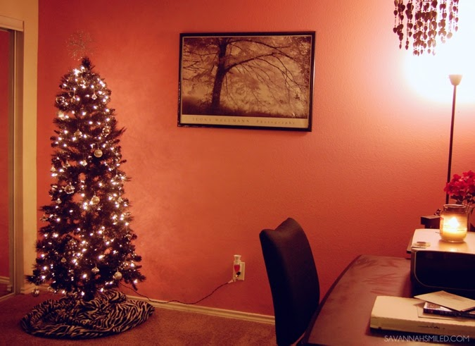 black-christmas-tree-girly-pink-room-photo.jpg