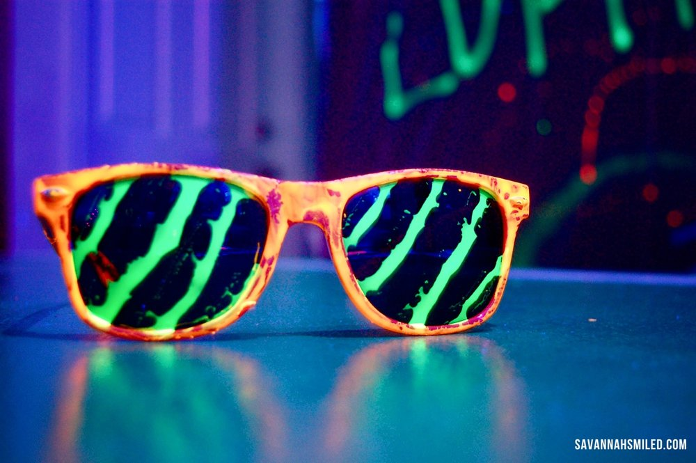 glow-dark-party-sunglasses
