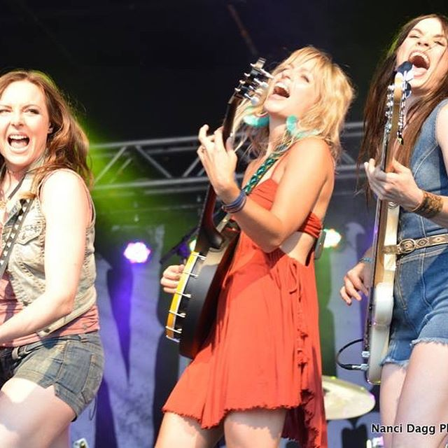 Thank you @nancidagg for snapping these photos of us and the good times with @thewashboardunion! #summersolstice #summerfestival #countrymusic #countrysong #countrygirls #girlband #whoruntheworld #horsesofinstagram #wholetthehorsesout