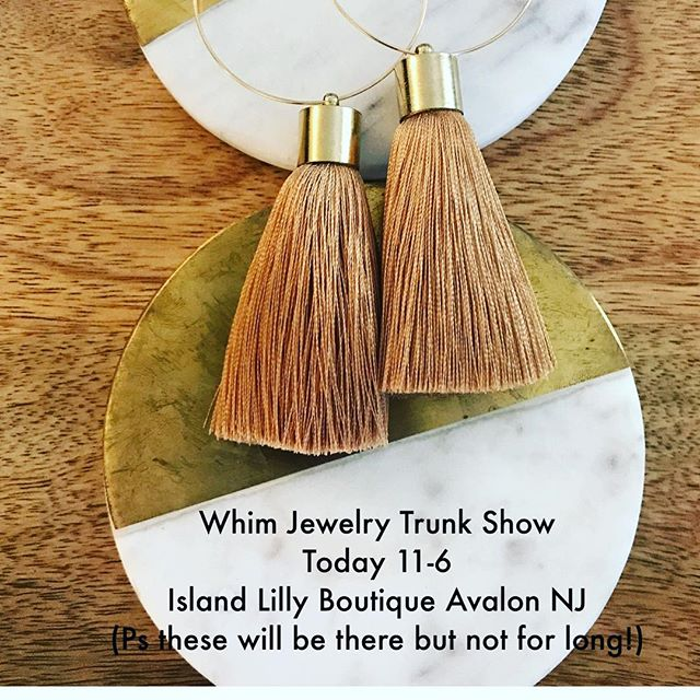Last trunk show of the summer! It's drizzling and gray so come hang indoors with us @islandlily_av 11-6!