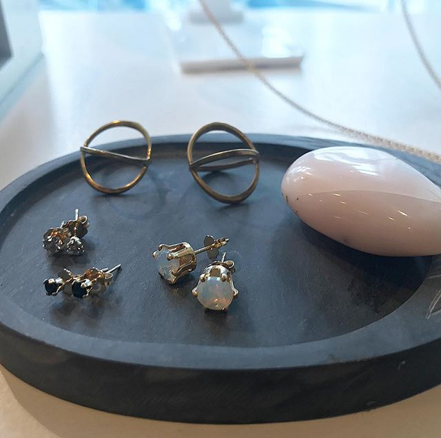 Good looking studs! Opal, onyx, and gray Moonstone 🙌 stop by @islandlily_av  today until 6pm
