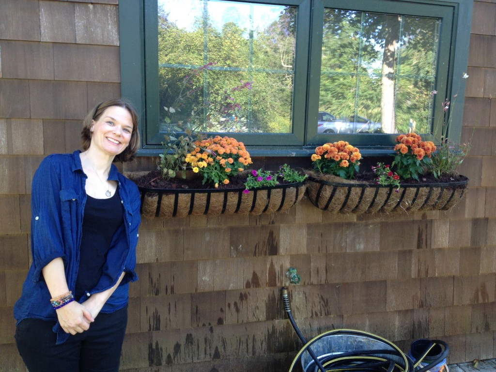 New window box, installed and planted about an hour before guests arrived, laden with Fred's Team colors!