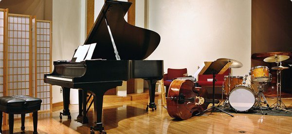 "Check out the piano's ""roller skates""! From www.homeguide.org"