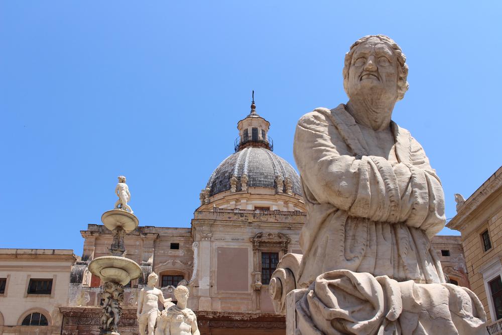 Admiring Fontana Pretoria, Palermo