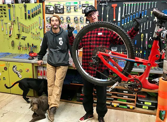 @kylekjameson coming by to get a quick tune and picking up a snazzy set of Custom @hopetech wheels. Love ya KJ! @scottbikes_offical #bendcyclery #rideordie #hopetech @chromagbikes #chromag @srammtb @fiveten_bike @foxmtb
