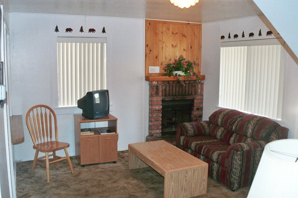 Cabin 11 Living Room 2.JPG