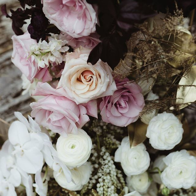 Tuesday's | Tone & texture detail, Perth #RealWedding / Florals @lualeucafloral / Photography @biancakatephotography / Venue @lamontsbishopshouse / Styling & Planning @nowadaysgroup