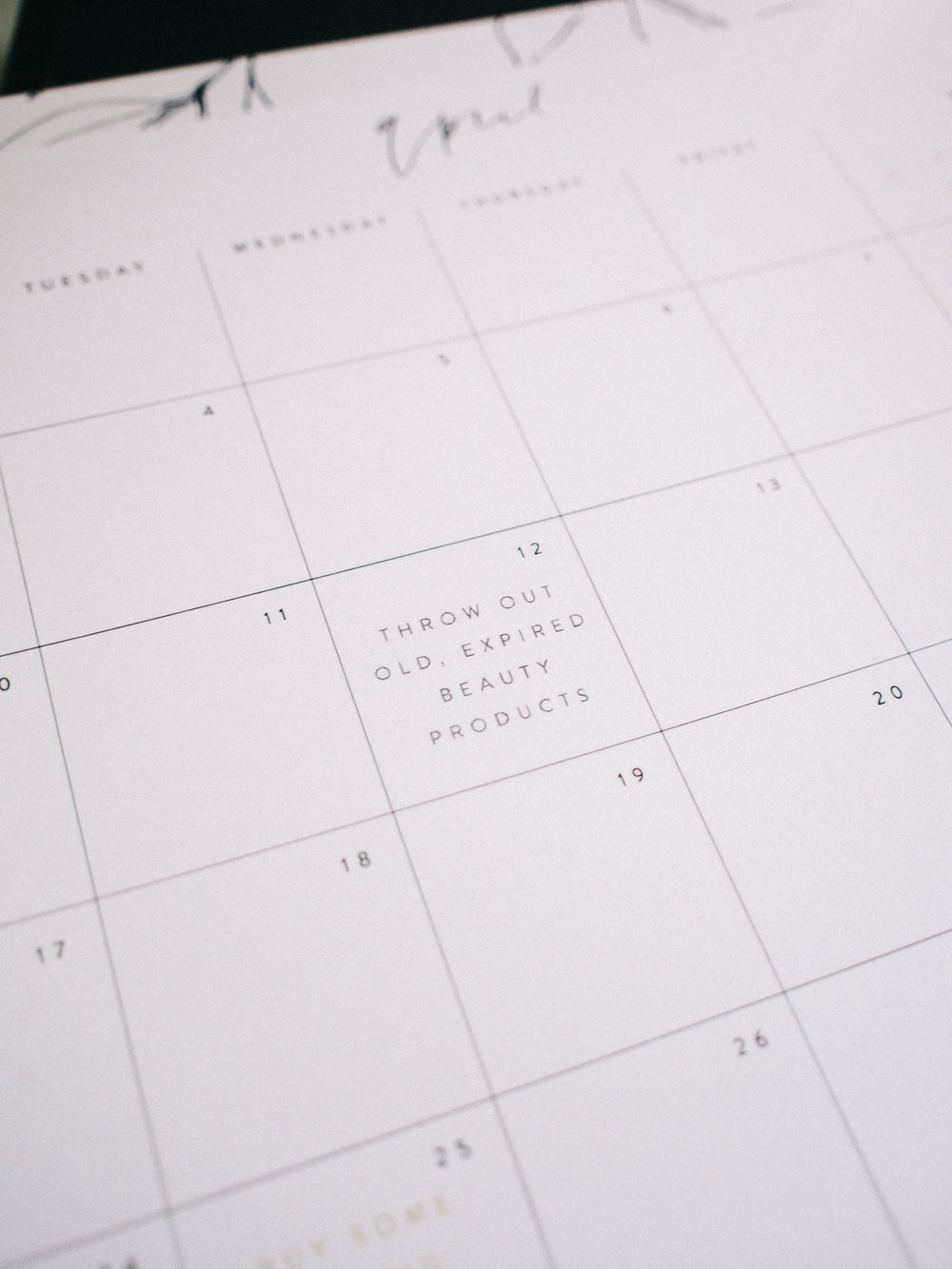 Days specified to get motivated to spring clean!  | Wilde House Paper Free Printable Calendar