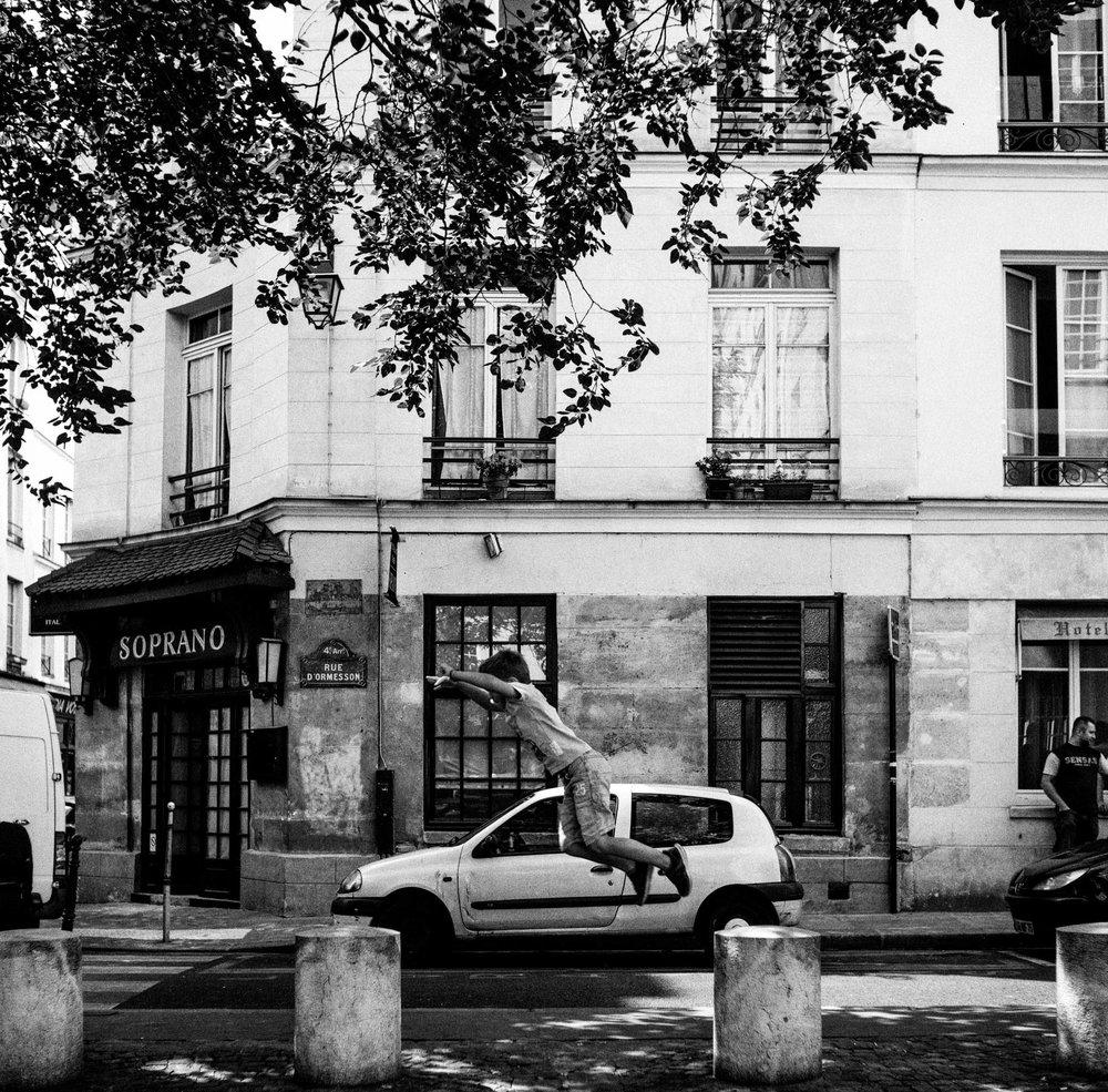marais-district-paris-travel-photo.jpg