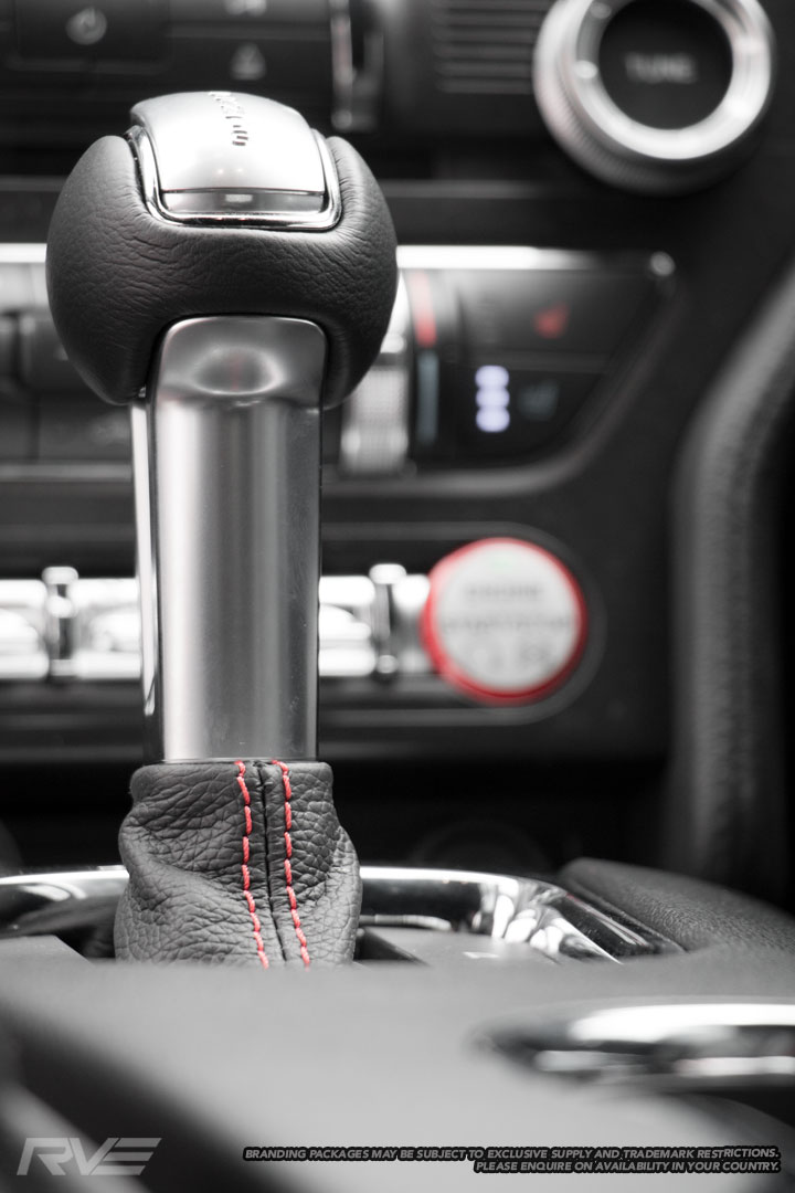 Ford-Mustang-Interior-8.jpg