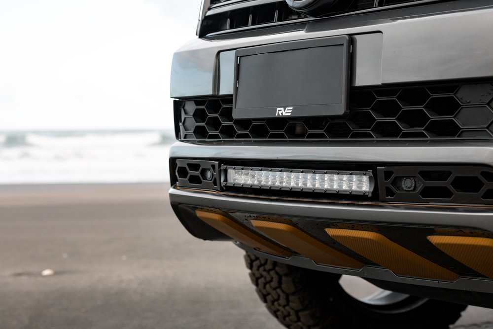 Sports pack - Lower grille with light bar