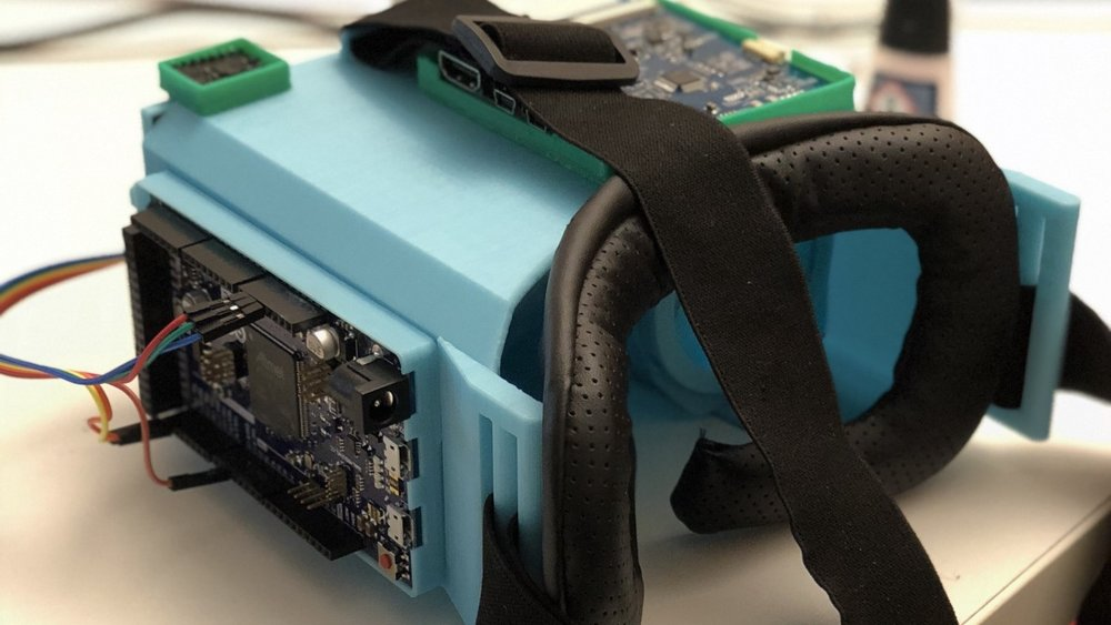 Pairing off-the-shelf components with a 3D-printed housing, we developed a programable VR headset. -