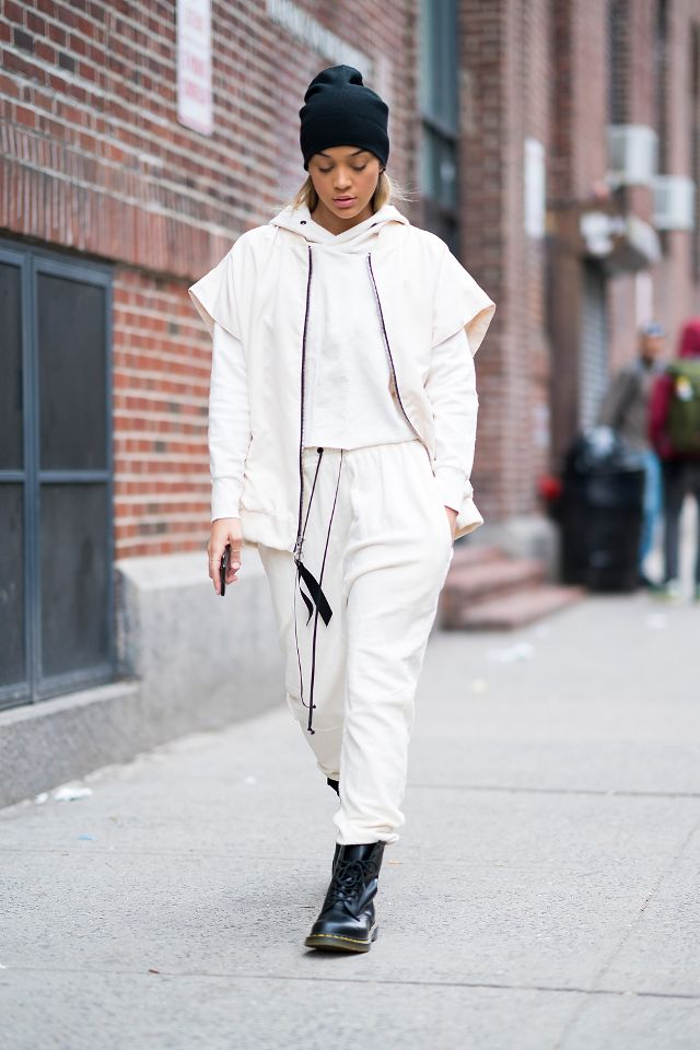 found-the-2018-way-to-do-athleisure-2656845.640x0c.jpg