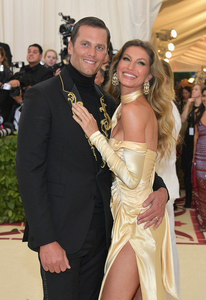 Gisele+Bundchen+Heavenly+Bodies+Fashion+Catholic+a8wgDUFhj_6l.jpg
