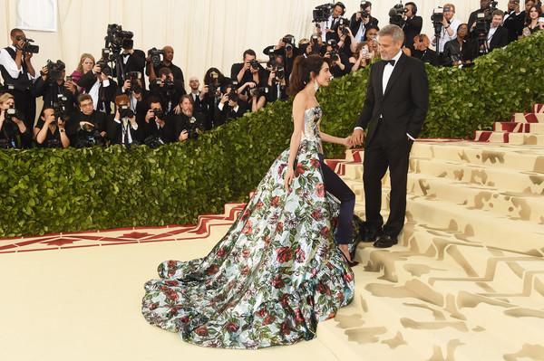 Amal+Clooney+Heavenly+Bodies+Fashion+Catholic+GhQwuNDkFl9l.jpg