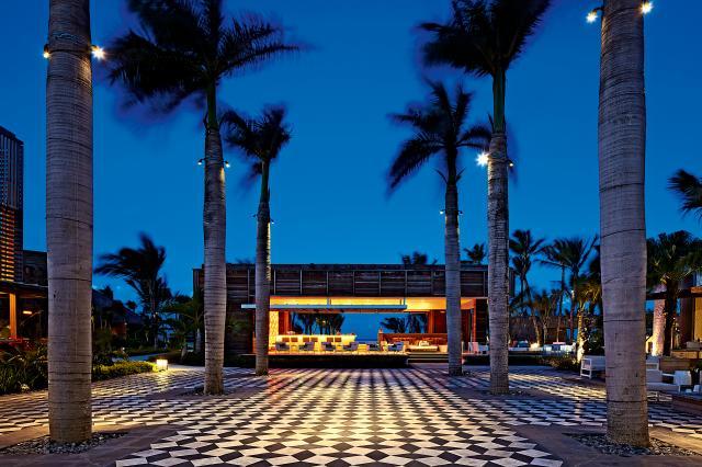 long-beach-mauritius-piazza