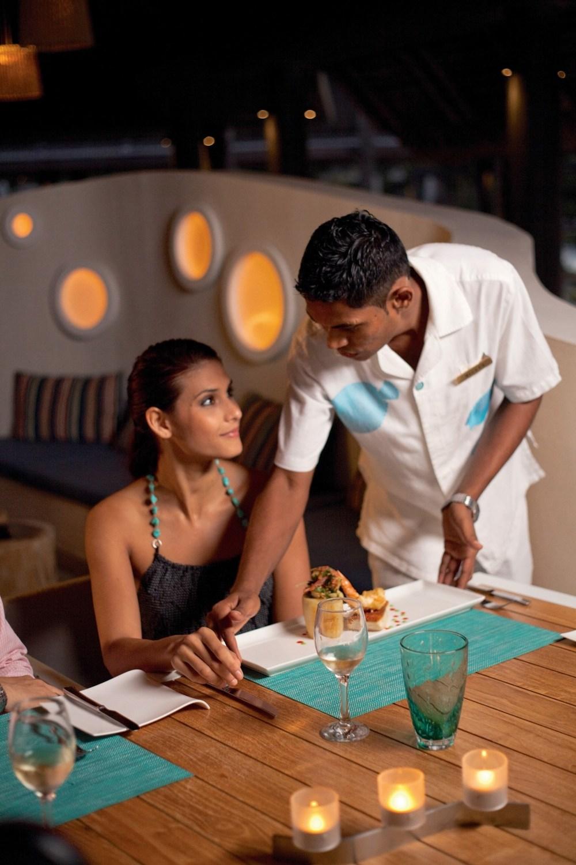 tides-bar-restaurant-night