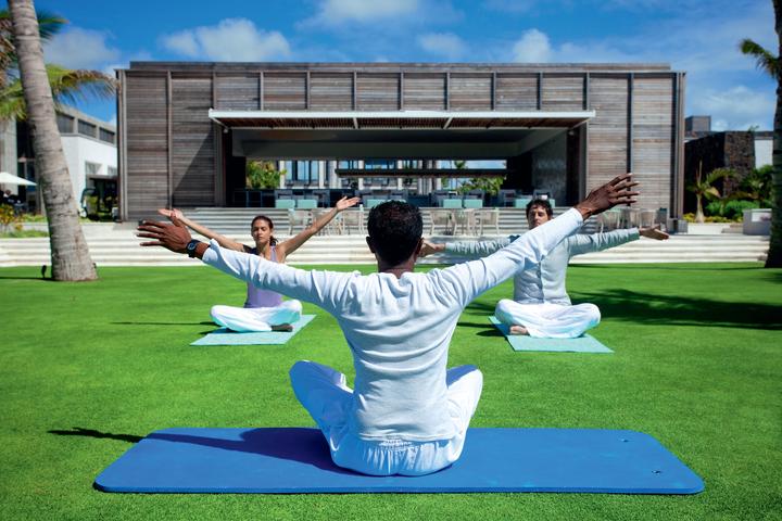 yoga-long-beach-mauritius