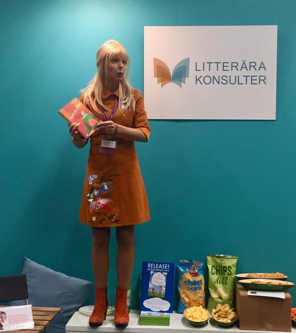 Catrine Tollström har release för sin fina bok  Fängsla dina läsare  hos Litterära konsulter.