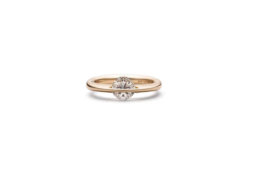 the new frost colored free moving diamond edition from 24.900,- dkk