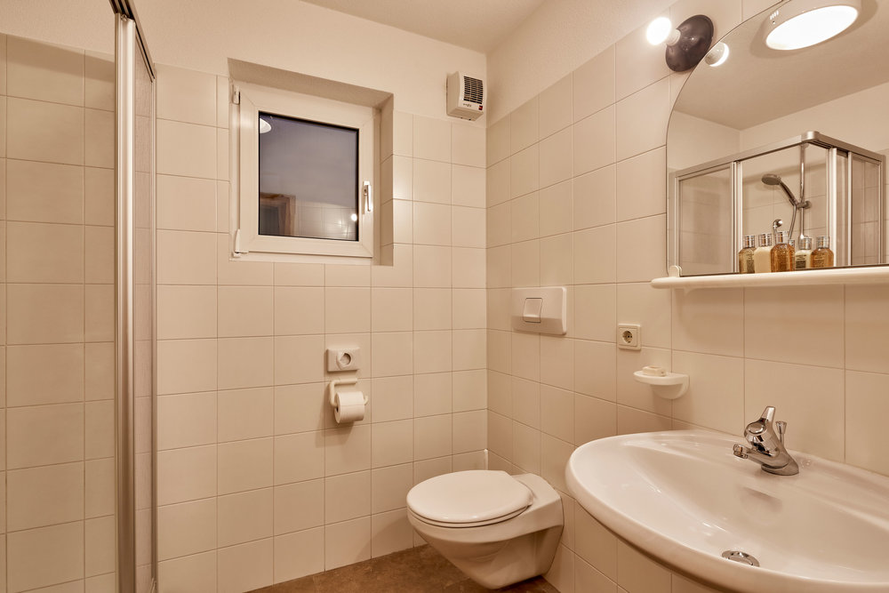 103 Bathroom.jpg