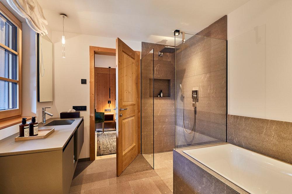 301 Bathroom.jpeg
