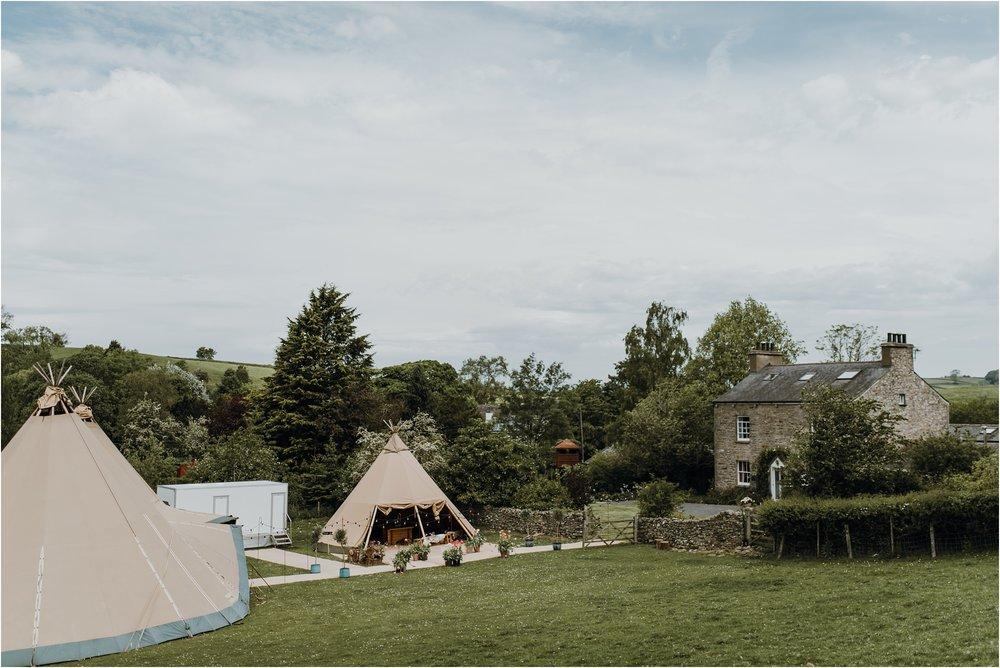 Outdoor-country-wedding-Edinburgh-photographer__0156.jpg