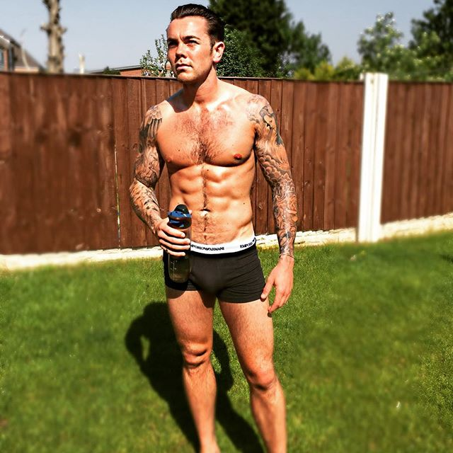 Sometimes I wish I was Italian.. Ciao ciao ... 😂😂doesn't stop me from Getting my tan on.. Loving the sunshine .. ☀️☀️#fitness #fitlife #gym #gymlife #tanning #teamtatted #ink #sunsoutgunsout
