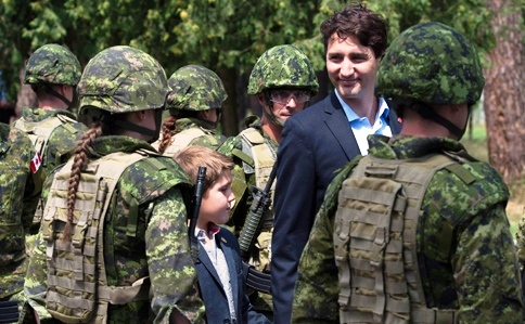 Trudeau with soldiers.jpg