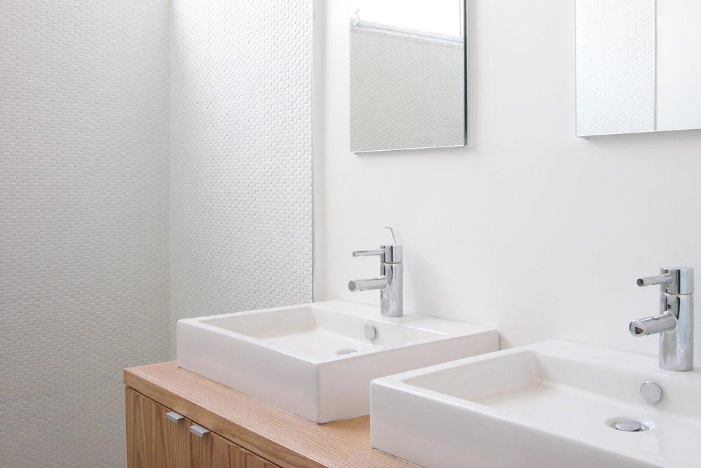 NY-new-york-modern-minimalist-townhouse-master-bath.jpg