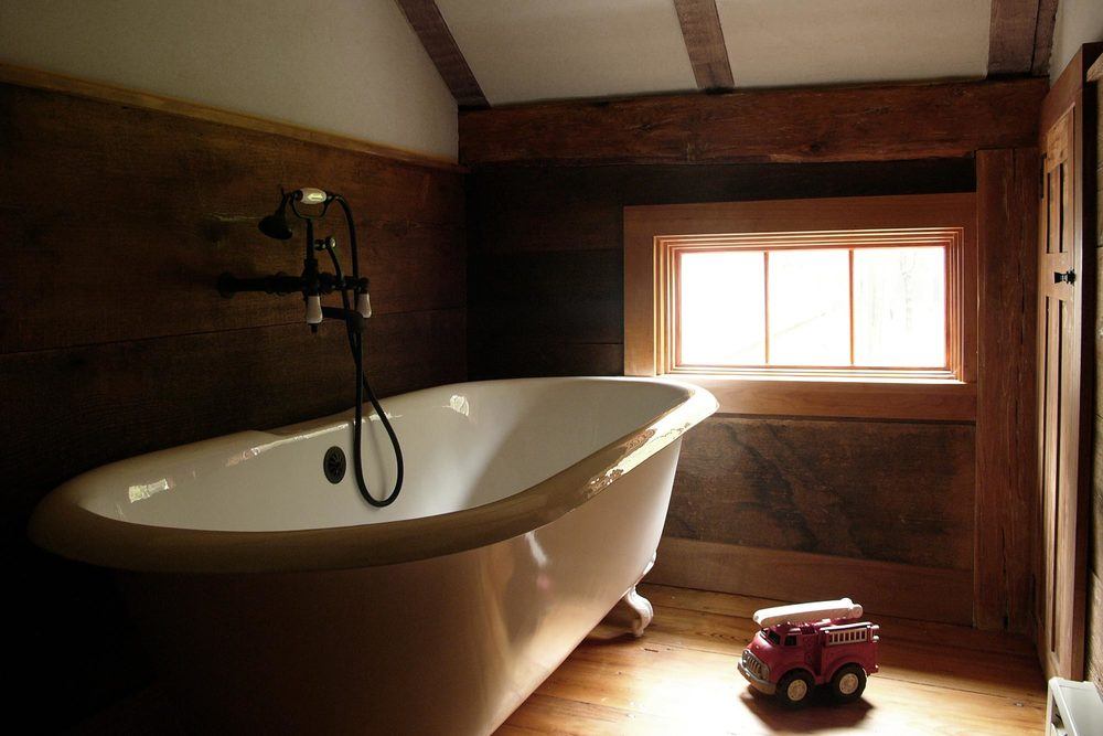 R-cottage-bathroom-clawfoot.jpg