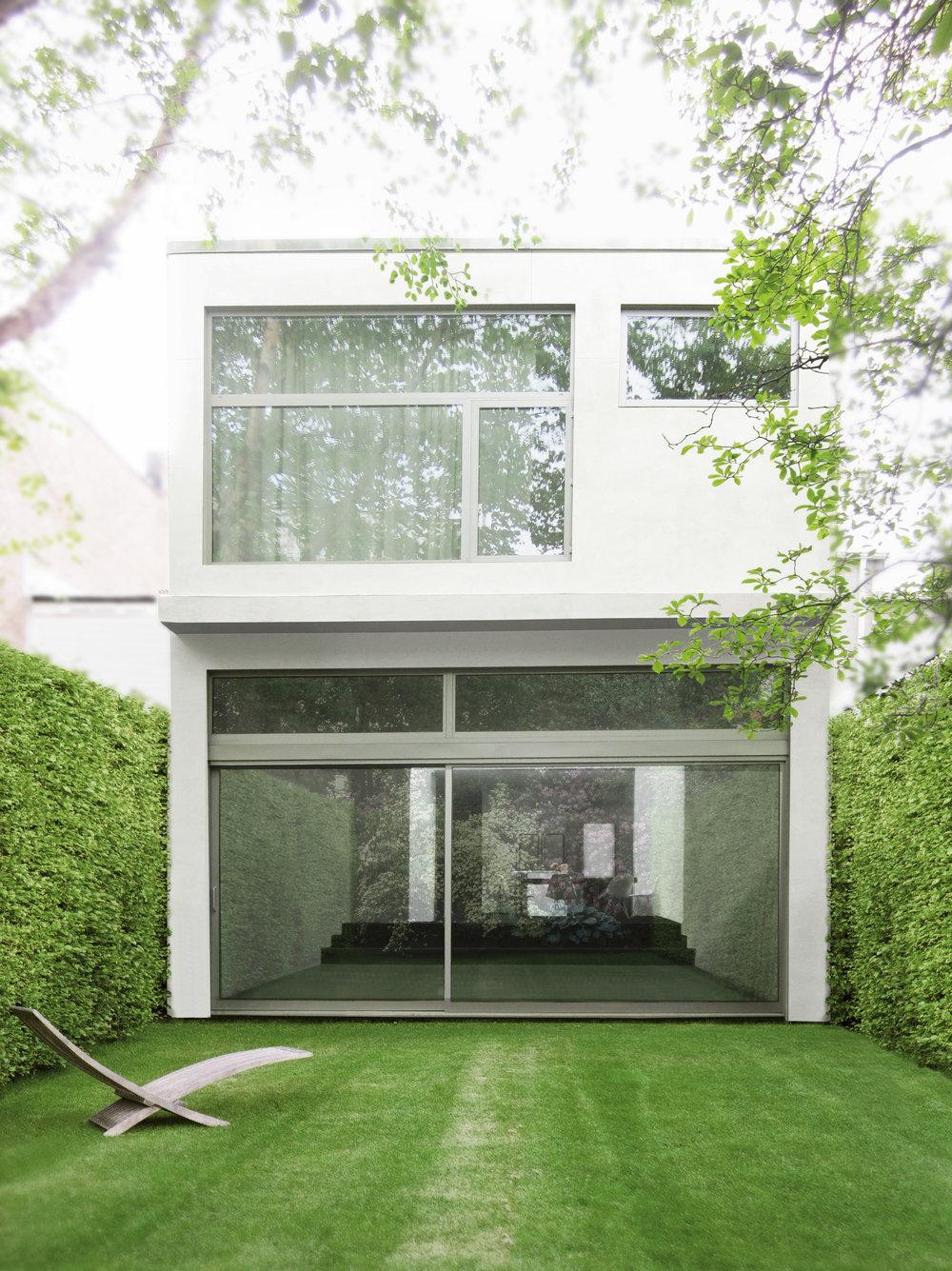 new york-modern-minimalist-townhouse-garden-facade-3.jpg