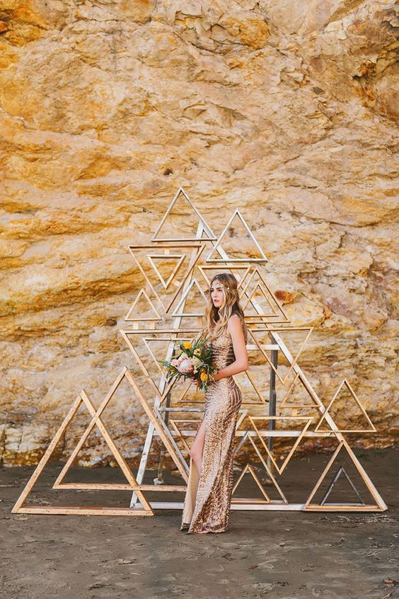 18-metallic-wooden-triangle-backdrop.jpg