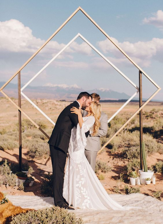 27-geometric-diamond-design-backdrop-for-a-festival-hipster-inspired-wedding.jpg