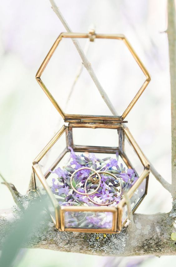 23-geometric-ring-box-with-flowers-inside.jpg