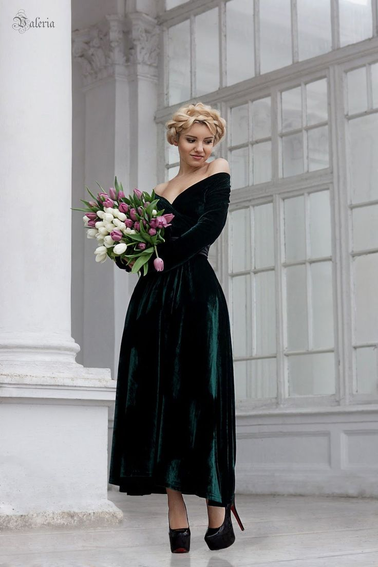 32c4a1a0ec21fa2633cac3c811550a77--emerald-dress-bridesmaid-long-sleeve-bridesmaid-dress-winter.jpg