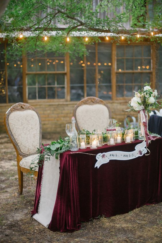 23-burgundy-tablecloth-for-a-sweetheart-table.jpg