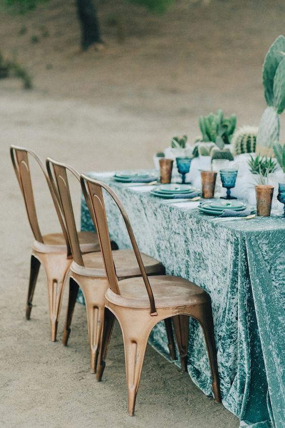 29-turquoise-tablecloth-with-blue-plates-and-glasses-for-a-desert-table-setting.jpg